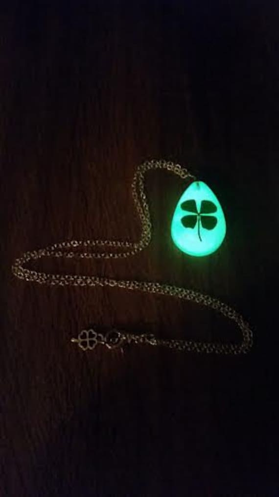 Glow Clover Necklace, Glow in the Dark Four Leaf Clover, St Patrick's Day, Glowing Green Saint Paddy's Irish 4 Leaf, Shamrock Keychain