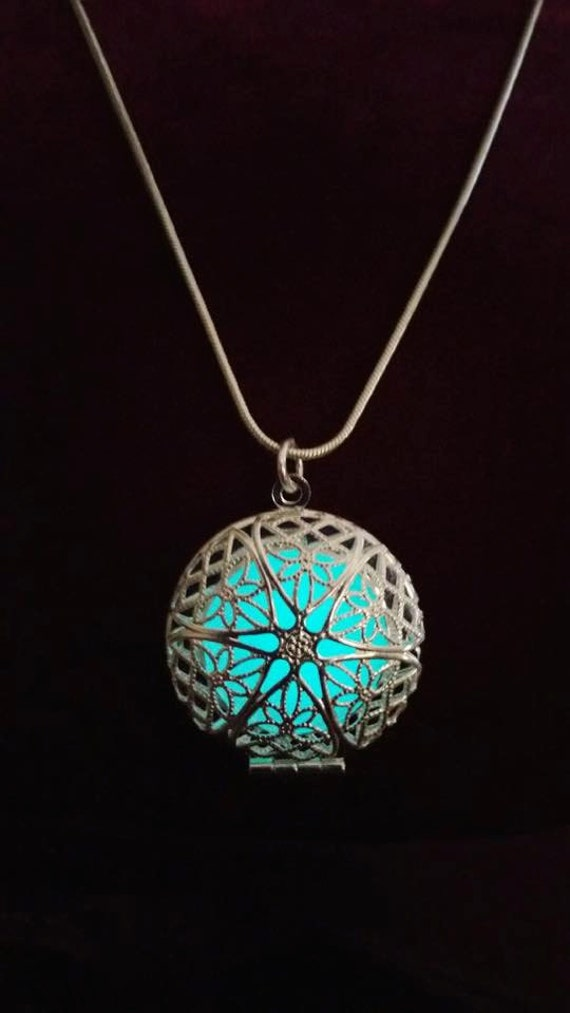 Glowing Frozen Snowflake Necklace, Glow in the Dark Necklace, Once Upon a Time Elsa Necklace, Glowing Jewelry, Round Filigree Circle