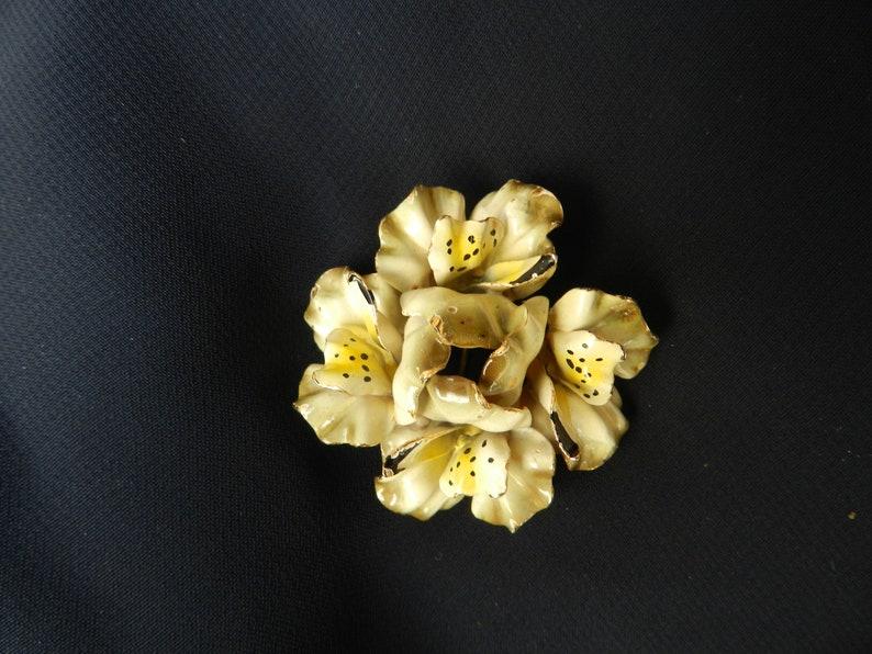 Vintage 1960s enameled flower brooch from England
