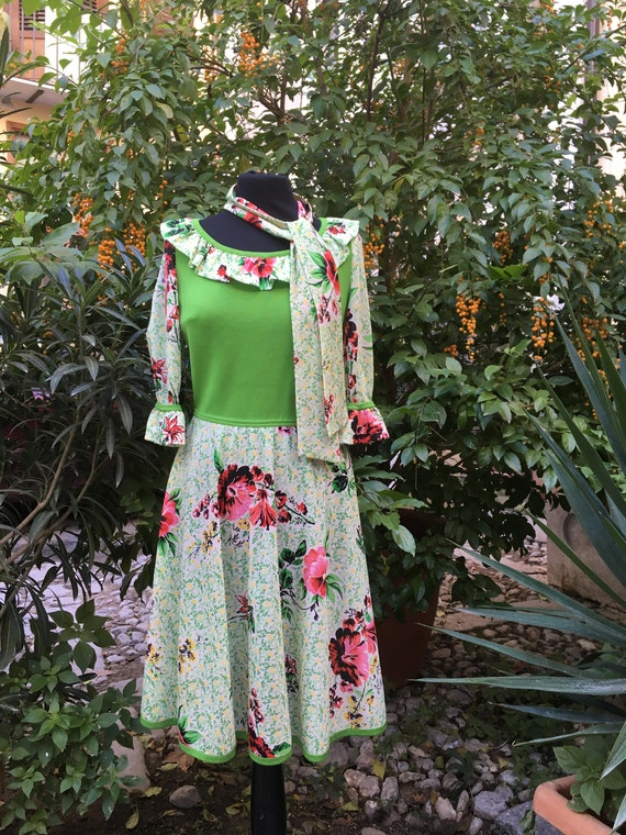 Vintage original 70s floral green dress, 70s summe
