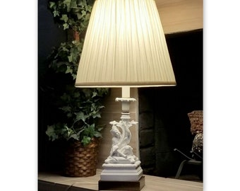 Vintage Chinese CHINOISERIE Figural Blanc de Chine White Dehua Porcelain Table Lamp HOLLYWOOD REGENCY