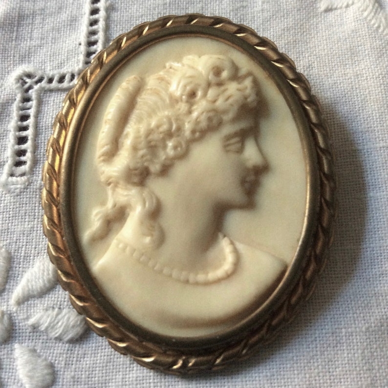 Genuine Material Splendid Woman Profile Hand Crafted Art Deco c1930 CAMEO PRECIOUS GOLD Plated Brooch Vintage Brooch from France