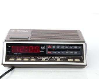 Items Similar To 80s General Electric Ge Am Fm Radio Alarm Clock