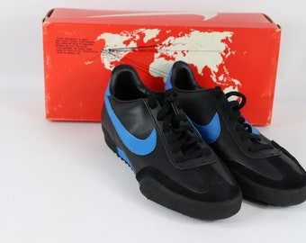 buy popular ee0a0 95b80 80s New Nike Genoa Indoor Turf Soccer Shoes Trainers Black Blue Mens, 80s  Nike, 80s Nike Shoes, 80s Soccer Shoes, 80s Soccer, 80s Clothing,