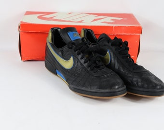 buy online 25a61 bb5ab 80s New Nike Hotspur Trainer Indoor Soccer Shoes Mens 11.5 Black Gold , 80s  Nike, 80s Nike Shoes, 80s Soccer Shoes, 80s Soccer, 80s Clothing