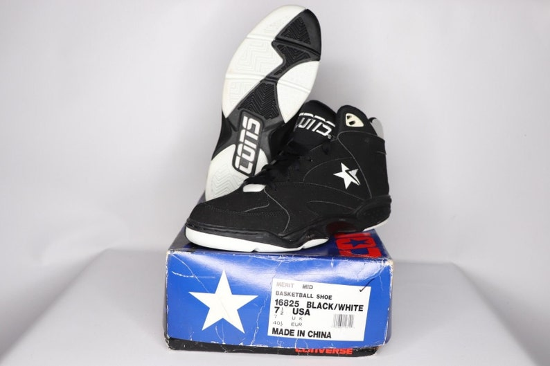 e4526915bab 90s New Converse Cons Merit Mid Athletic Basketball Shoes Mens