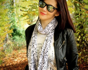 Loop scarf Dots - spots scarf - dottet scarf - black white scarf - infinity scarf - jersey scarf - pattern dot scarf - unique