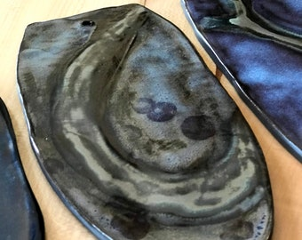 Gray and black skateboard cheese plate