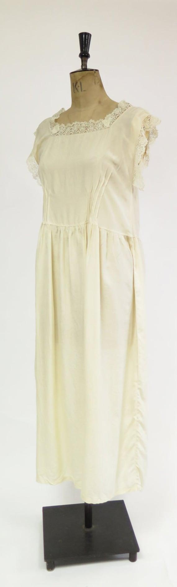 Original Vintage 1920s Deco Cream Silk And Lace D… - image 3
