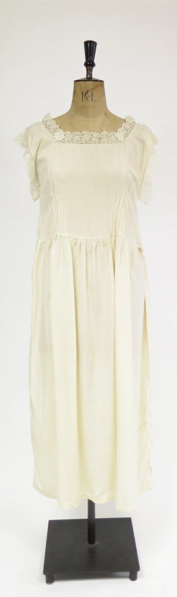 Original Vintage 1920s Deco Cream Silk And Lace D… - image 2