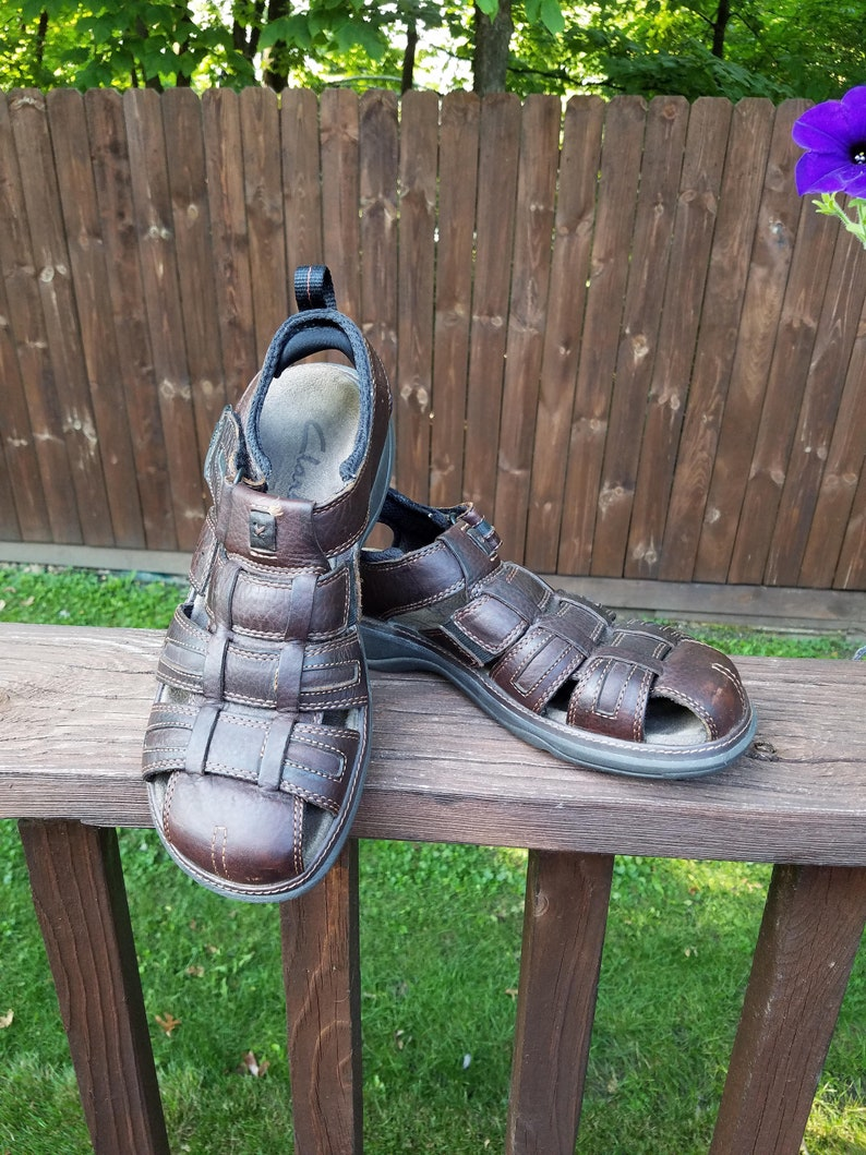 2f794c28006b Sz 9 11    Clarks 90s genuine brown leather unisex fisherman