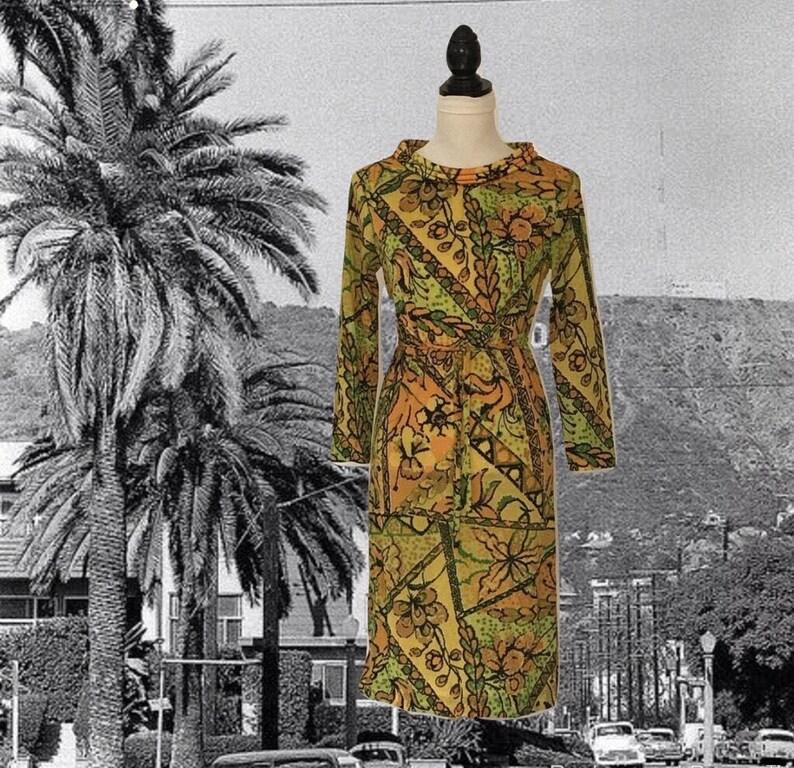 77eaaf37fc2 Vintage 60s Jersey Knit Shift Dress Bold Floral Pattern   Etsy