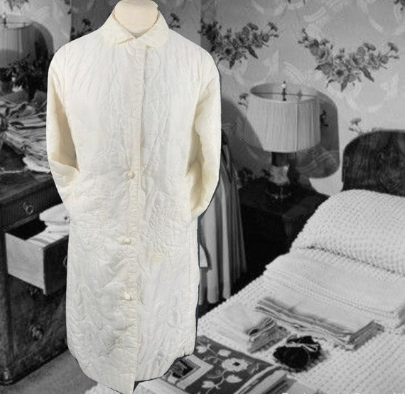 Vintage 1950s Quilted Robe, Ivory with a Quilted F