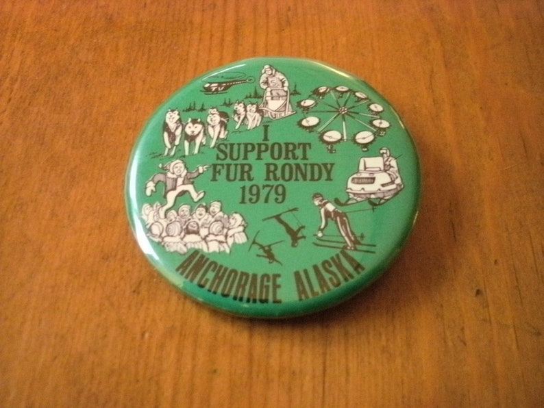 Vintage 1979 Souvenir Collector/'s Pin Pinback Fur Rendezvous Rondy Iditarod Anchorage Alaska 2 and 38 Diameter