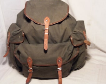 ac0fd56f7dfb Vintage 1980 s Military Green Canvas Backpack - Large Size