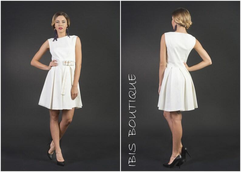 24779823bd32 Elegante bianco corto damigella d onore senza maniche sexy