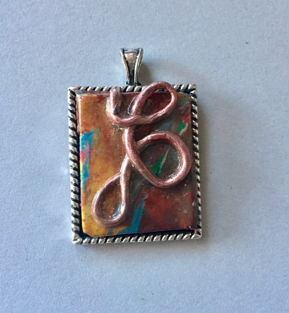 Pendant in Multicolored Swirl Design