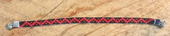 Red/Black ZigZag Loom Beaded Bracelet