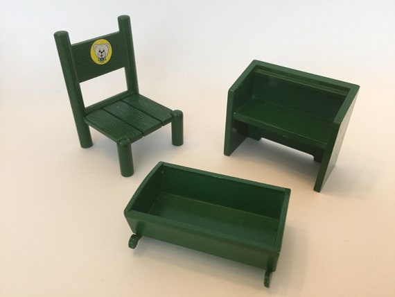 FURNITURE SPARES SYLVANIAN FAMILIES a VINTAGE GREEN ROUND TABLE /& CHAIR
