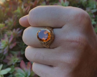 18 ct gold Signet Ring. with citrine 6 ct.