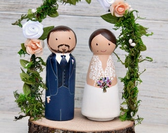 Flower Arch Cake Topper, Personalized Cake Topper Woodslice, Bride and Groom Figurines.