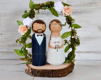 Novios Personalizados Madera Tarta Boda Arco Flores, Figuras Novios para la tarta, Muñecos Pastel Boda, Topper Personalizado Rodaja Madera.