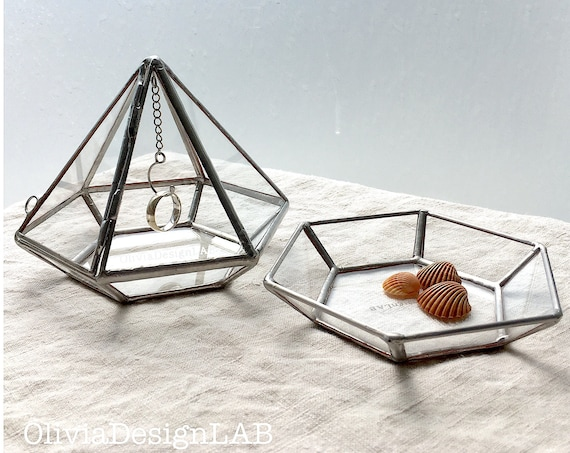 Wedding ring box + tray, engagement ring box, diamond jeweller, ring bearer display, geometric jeweller glass box.