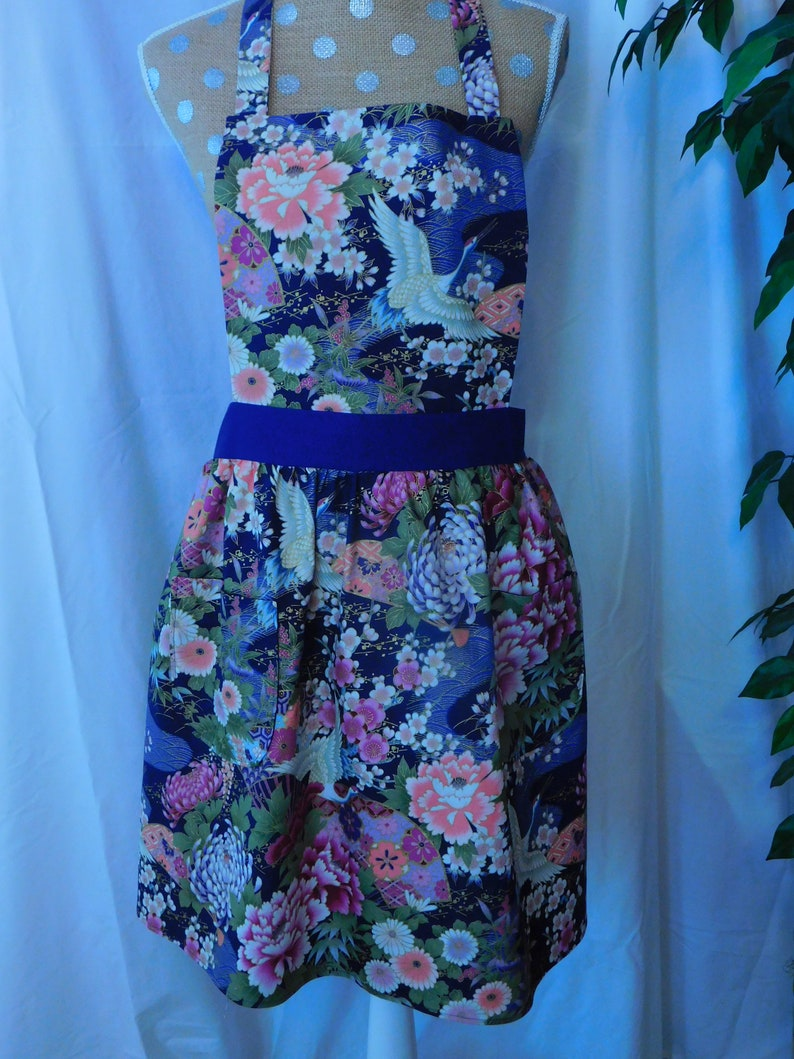 2 lined pockets and lined bib - LADIES FLOWERS APRON purple accent waistband and ties