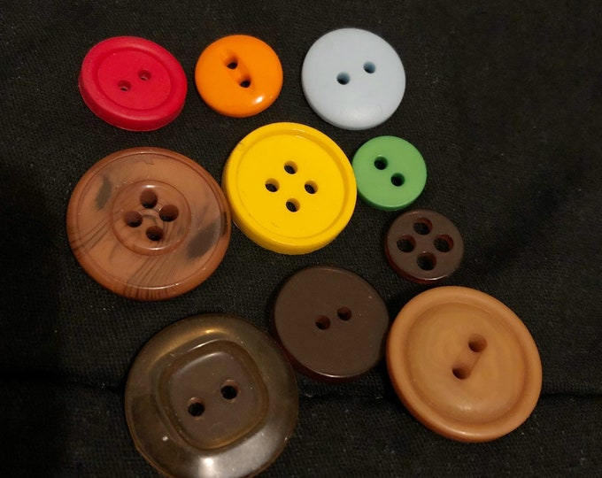 Mixed lot of 10 buttons for sewing