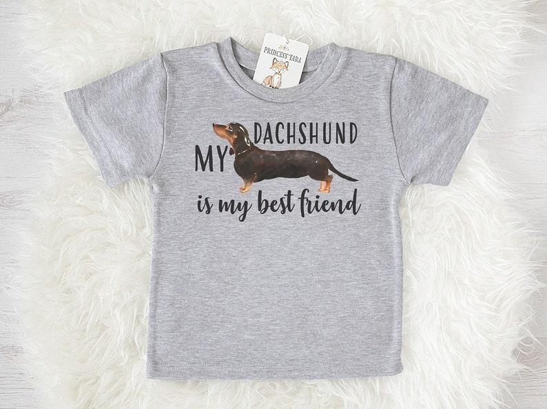9f2472e79dba6 Teckel noir Kids T-Shirt. Chemise enfant avec imprimé teckel.