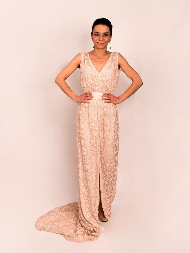 40d6a53508 Boho koronkowa suknia ślubna z eleganckim pociągiem Boho