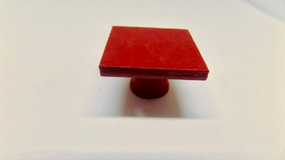 Dollhouse Miniature Red Hat /& Wood Stand International Miniatures 1:12 scale
