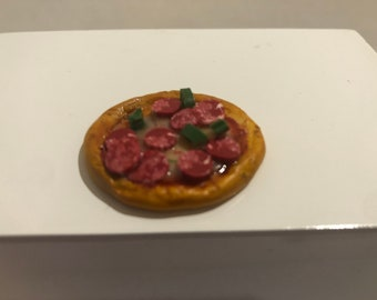Dollhouse Miniature 1:12 Pepperoni Green Pepper PIZZA Artisan Made  Polymer Clay Signed Mini Food 1-Inch Scale