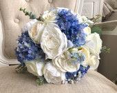 White and blue wedding bo...