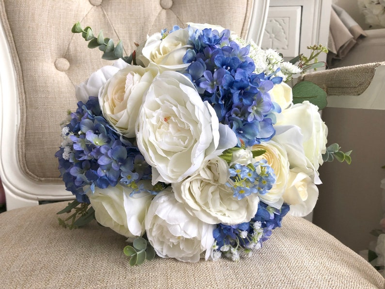 Bouquet Blu Sposa.White And Blue Wedding Bouquet