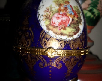 Porcelain egg with golden details
