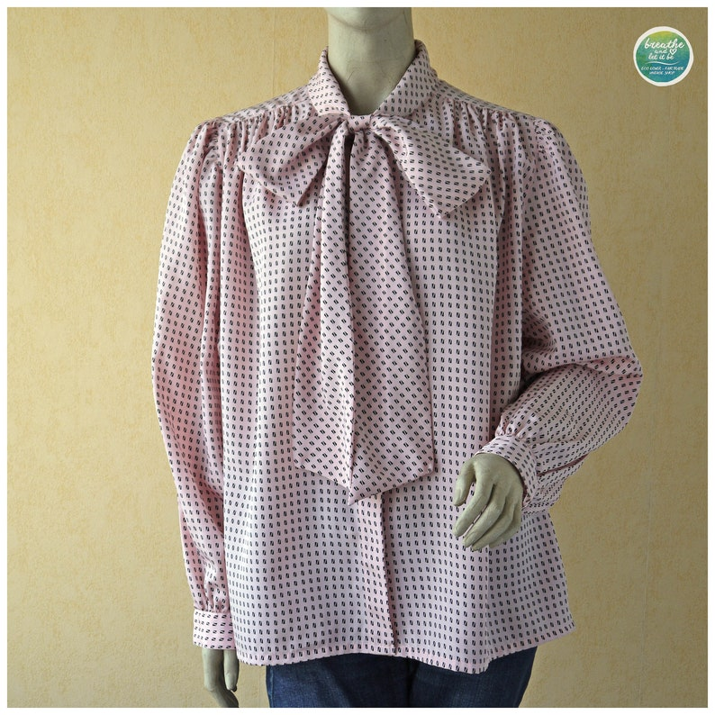 MovingSALE Pastel Pink Pussy Bow Blouse 80s Graphic Print Secretary Blouse Bell Sleeves Pussycat Bow Tier Neck Shirt xxl Oversized