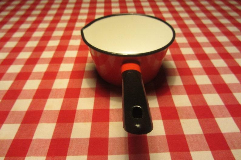 9a80e2444198 Vintage esmalte cacerola cereza rojo Exterior mango negro y