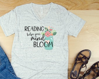 "Cute Mason Jar ""Reading Helps Your Mind Bloom"" Librarian Short Sleeve T-shirt"