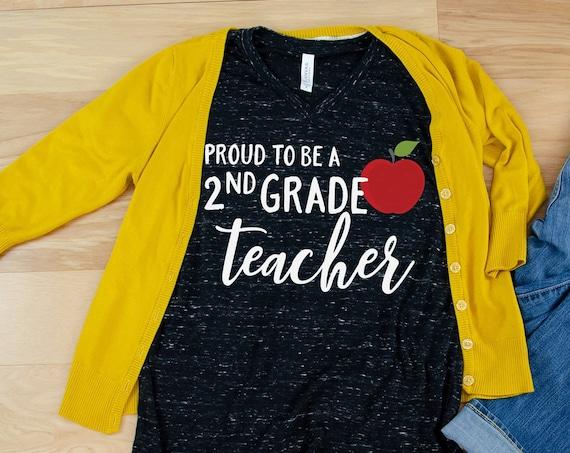 "Proud to Be a ""Any Grade"" Apple Teacher Unisex V-Neck Short Sleeve T-shirt | Vintage-Feel & Super-Soft | Modern | First Grade Kindergarten"