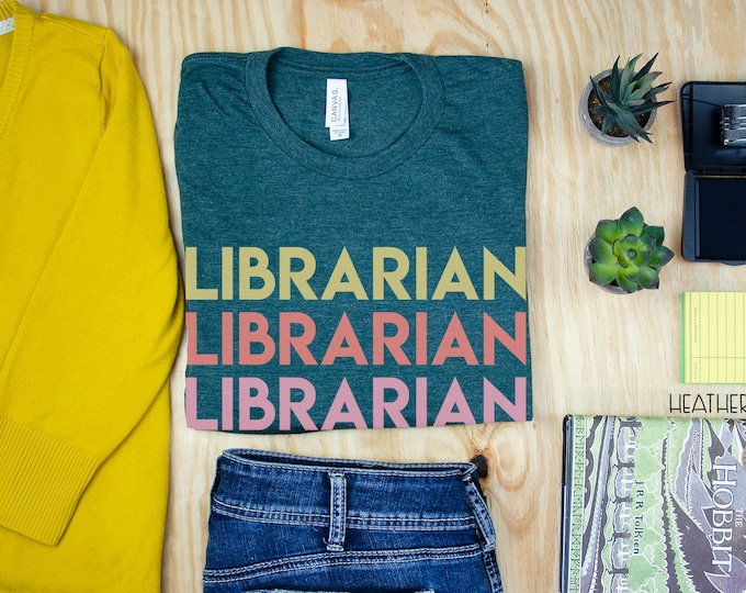 Librarian Repeated Text Reading T-shirt | Modern Tshirt | Library  Tee