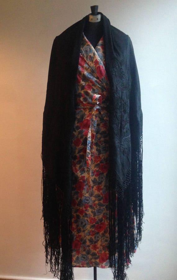 SUBLIME! -1930s black silk piano shawl - Vintage p