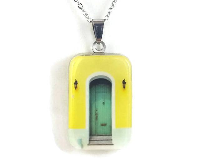 Puerta Amarilla (Yellow Door)