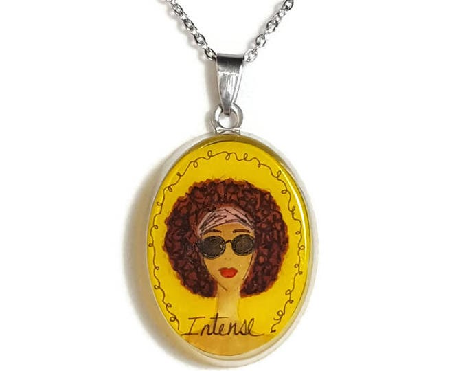 Intense pendant necklace