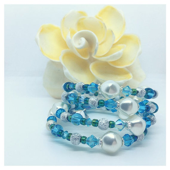 Winter Jewelry Charm Bracelet Girlfriend , Snowflake Charm Cuff, Beautify Gifts for Sister, Women Gift Ideas Pearls, November Birthday Idea