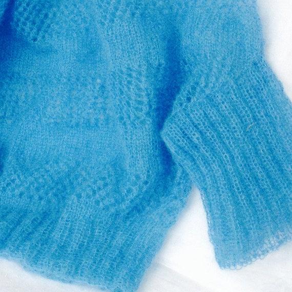 super popolare 2873c 141e5 Sottile maglia ai ferri in kid mohair azzurro, lavorazione top down con  sprone circolare, senza cuciture, colori a scelta