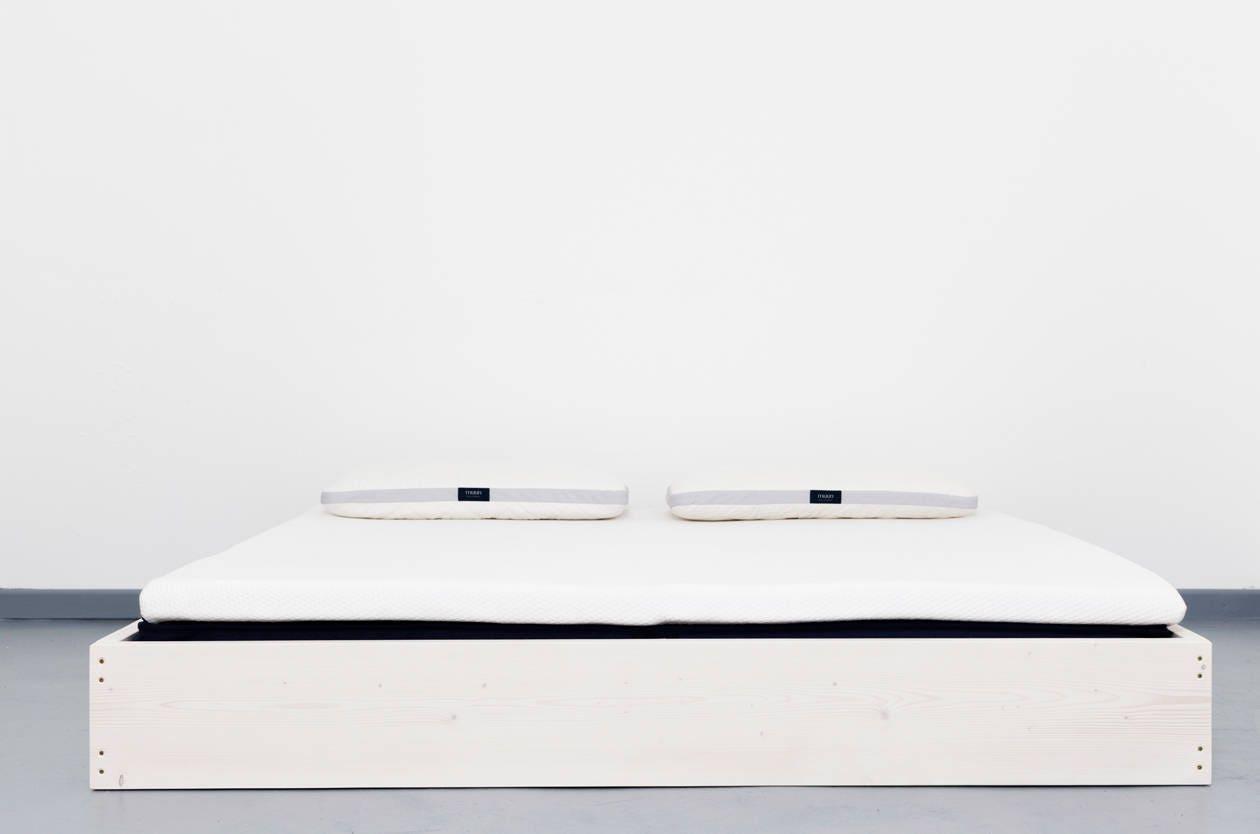 Puristisches Bett aus recyceltem Bauholz SIGONSE | Etsy