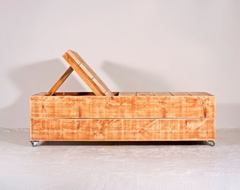 Deck chair made of recycled timber   Chardonnay