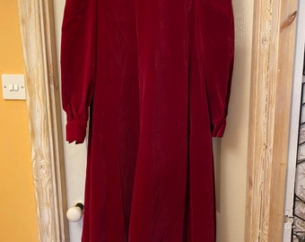 Red 1970's velvet vintage long smock dress. Size 10.