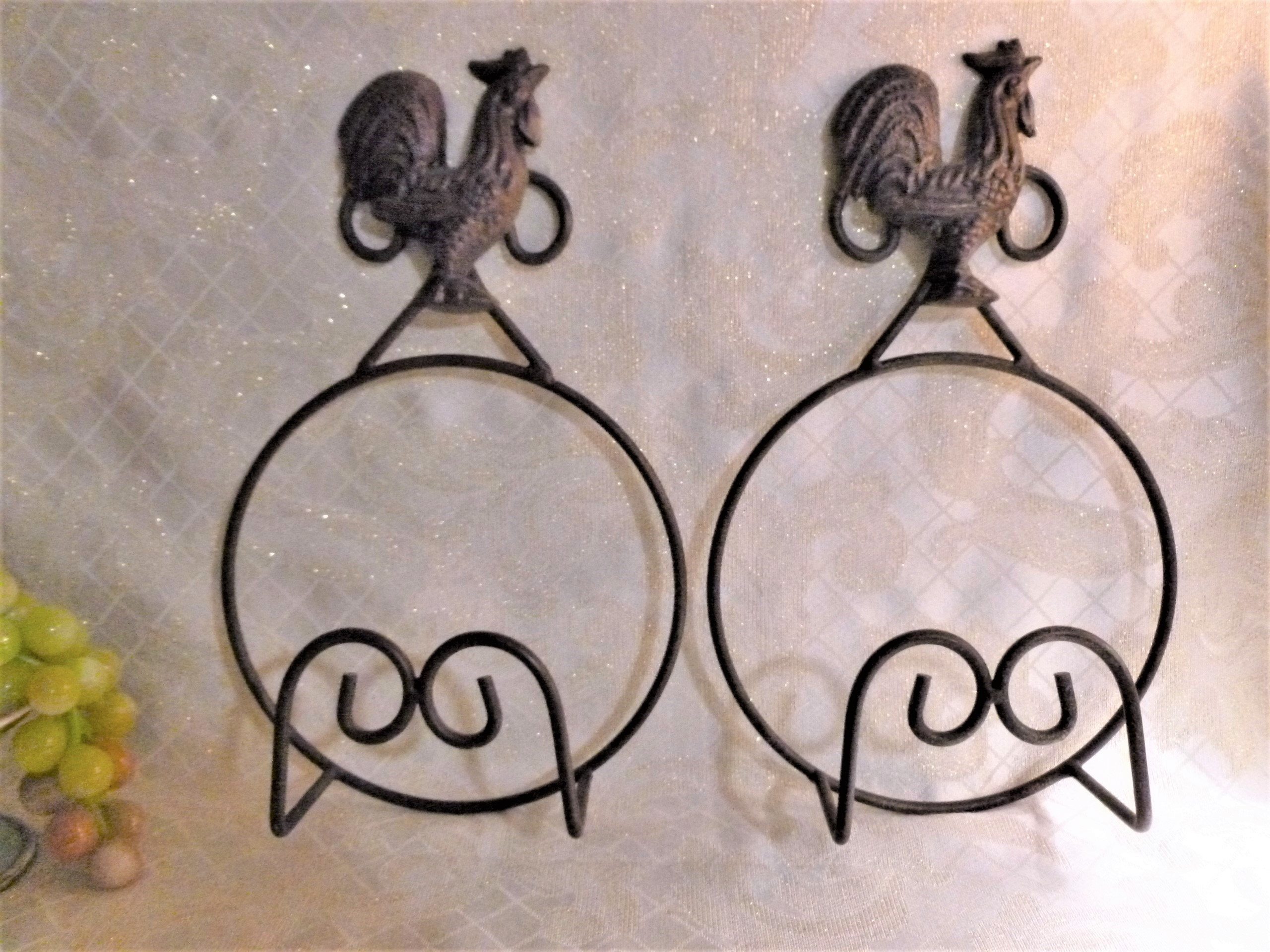 Plate Holders Set Of Two Vintage Rooster Plate Displays Rustic Country Charm Vintage Country Decor Farmhouse Decor Free Domestic Shipping